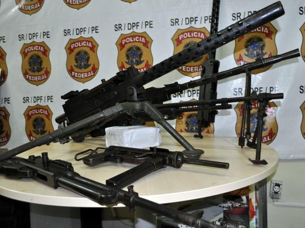 Maioria das armas é de uso restrito das forças armadas e são usadas em situação de guerra (Foto: Polícia Federal/Divulgação)