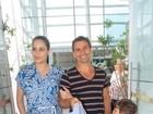 Fernanda Tavares deixa maternidade com recém-nascido e Murilo Rosa