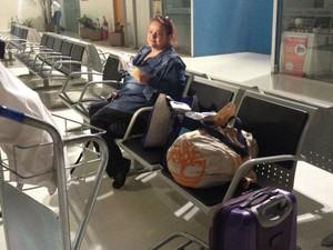 Adriana Dias em aeroporto de MG (Foto: Letícia Duarte/G1)