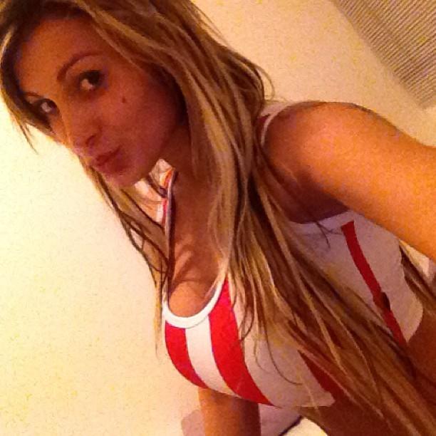 Andressa Urach manda beijinho para seguidores (Foto: Instagram)