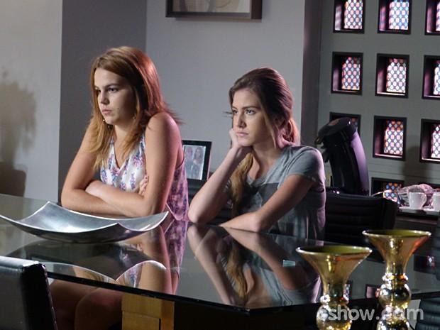 Reações de Anita e Sofia ao saberem da mudança pra Barra (Foto: Malhação / TV Globo)