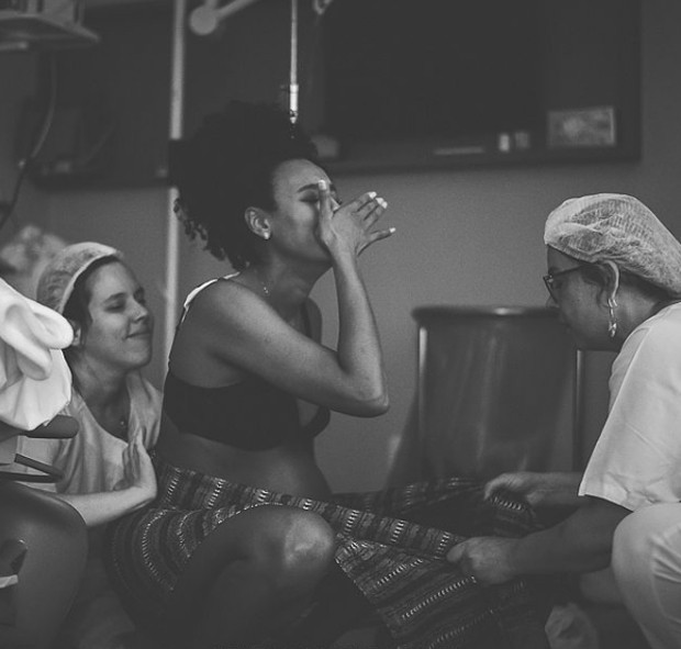 Momentos do parto de Sheron Menezzes  (Foto: Reprodução Instagram / Foto: Amanda Vargas)