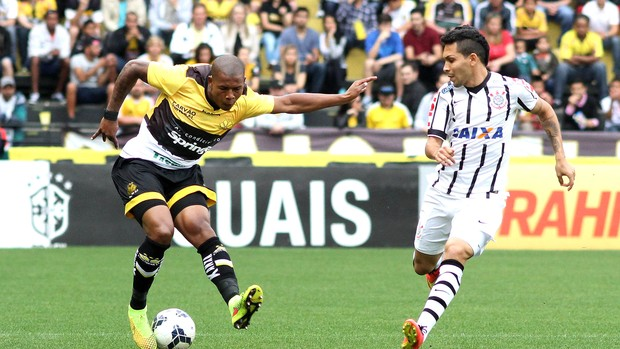 Luis Felipe e Petros, Corinthians X Criciuma (Foto: Fernando Ribeiro / Agência estado)