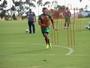 Pelo meio e com gol, Lucas Gomes ganha elogio e quer retribuir confiança