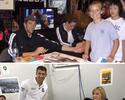 Phelps pede autógrafo para Ledecky e recria foto que viralizou há 10 anos