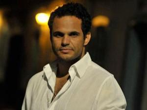Jorge Guilherme canta o tema de Ulisses (Foto: Divulgação)