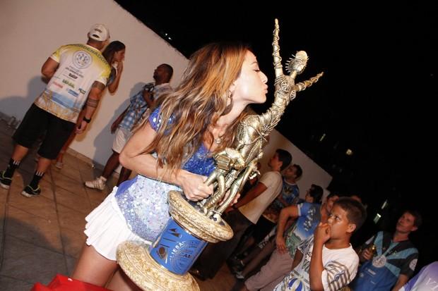 Sabrina Sato na quadra da Vila Isabel (Foto: Photorionews)