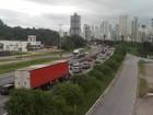 Movimento nas estradas de SC  aumenta na tarde desta segunda-feira