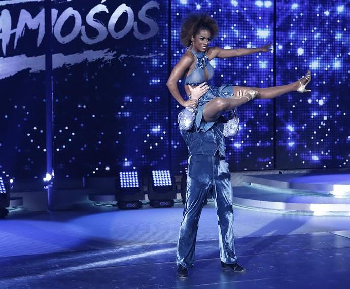 Flávio Canto dançou ao lado da bailarina Ivi Pizzott (Foto: Inácio Moraes/Gshow)