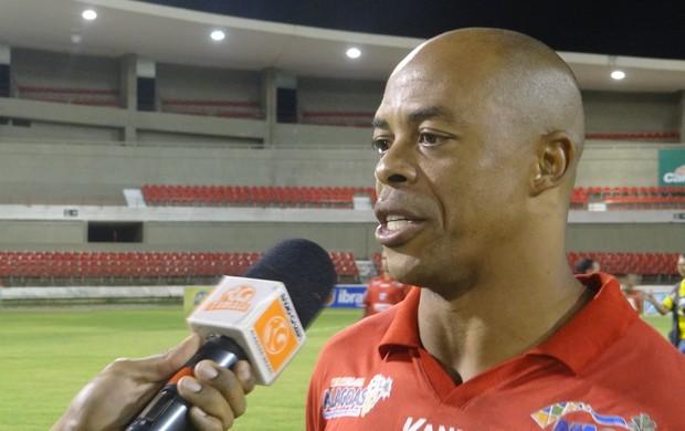 Denilson marcou dois gols na vitória do CRB sobre o ASA (Foto: Caio Lorena / Globoesporte.com)