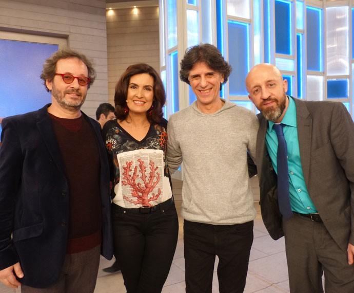 Kleiton, Kledir e Fabrício Carpinejar com Fátima (Foto: Viviane Figueiredo Neto/ Gshow)