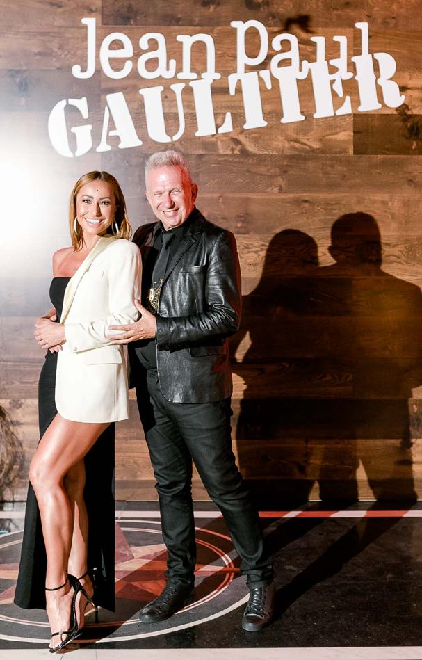 Sabrina Sato roubou a cena na festa do Gaultier de look metade vestido metade blazer. Que pernas! (Foto: Divulgação)