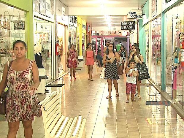 Promoção em comércios de Rio Branco atraem consumidores  (Foto: Reprodução/Rede Amazônica Acre)