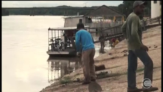 Cais de Floriano passa por limpeza para revitalização do rio Parnaíba