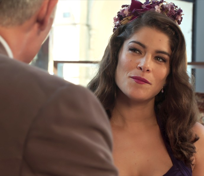 Diana fatura dois cortes de tecido de Severo (Foto: TV Globo)