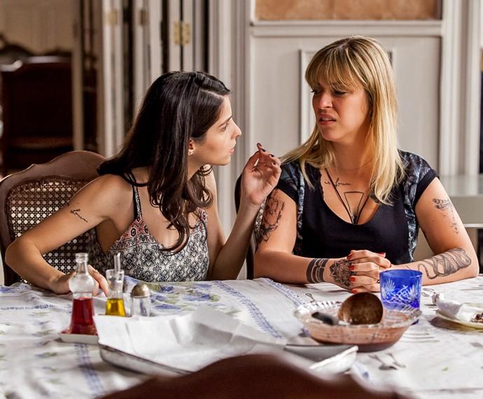 Júlia Rabello e Giselle Batista falam sobre a relação entre suas personagens homossexuais (Foto: Artur Meninea/ Gshow)