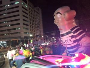 Protesto teve início na Praça 8 de Abril, região central de Cuiabá, em frente à sede do MPF em Mato Grosso. (Foto: Cristina Mayumi/TVCA)