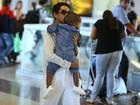 Taís Araújo viaja com o filho