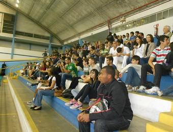 Público acompanha partida entre São José e Sesi, no Tênis Clube, pelo Campeonato Paulista de Vôlei  (Foto: Danilo Sardinha/Globoesporte.com)