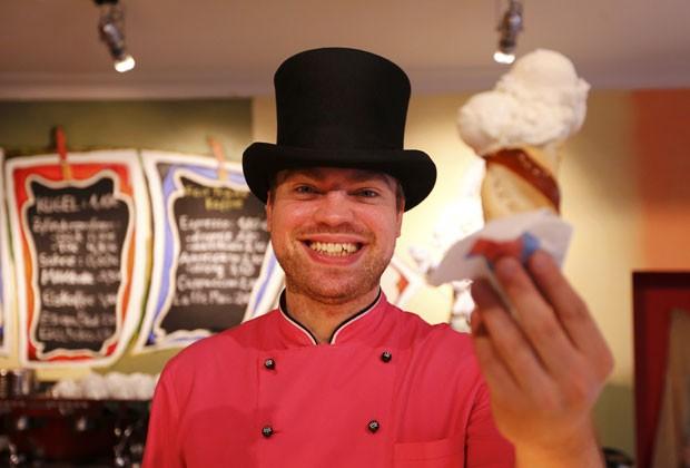 Matthias Muenz criou sorvetes com seis sabores diferentes de cerveja. (Foto: Michael Dalder/Reuters)