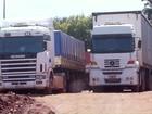 Cerca de 2 mil caminhões aguardam na fila do Porto Seco de Foz do Iguaçu