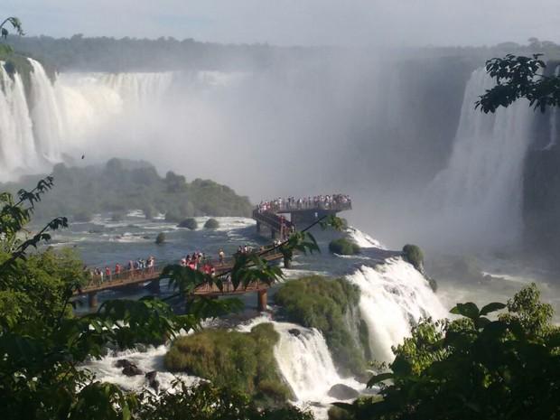 As Cataratas do Iguaçu, em Foz do Iguaçu (PR), são o principal termômetro do turismo na tríplice fronteira entre o Brasil, o Paraguai e a Argentina (Foto: Estefânia Martins Fernandes / Arquivo Pessoal)