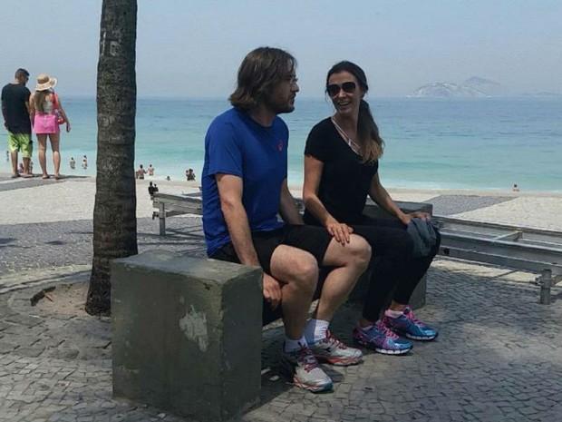 Monica Martelli grava cenas da srie na praia do Arpoador, no Rio de Janeiro (Foto: Renata Pinheiro/ GNT)