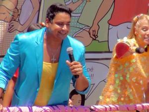 Carla Perez e Xanddy em cima do trio (Foto: Jairo Gonçalves /G1)
