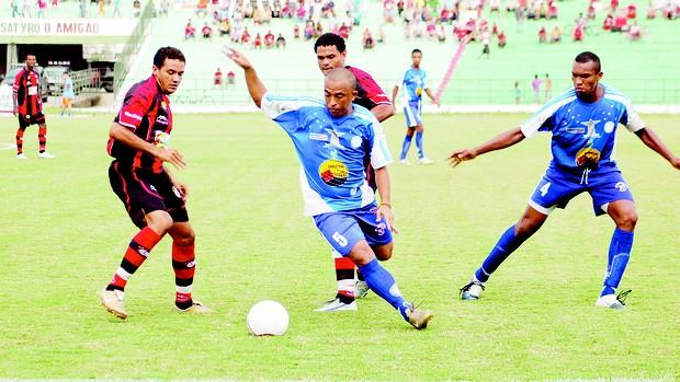Cruzeiro de Itaporanga em jogo contra o Campinense (Foto: Leonardo Silva / Jornal da Paraíba)