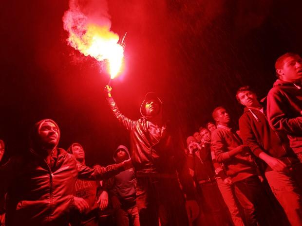 Egípcios manifestam contra os militares e a Irmandade Muçulmana nA Praça Talaat Harb, no Cairo. (Foto: Sabry Khaled/El Shorouk Newspaper/AP)