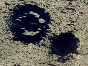 As crateras Clearwater no Canadá também devem ter sido formadas por um impacto duplo Foto Nasa  (Foto: BBC)