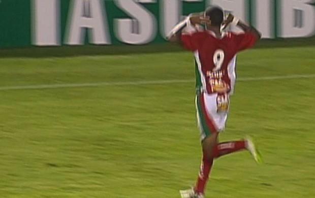 Karanga comemora gol contra o Bragantino (Foto: Reprodução Premiere FC)