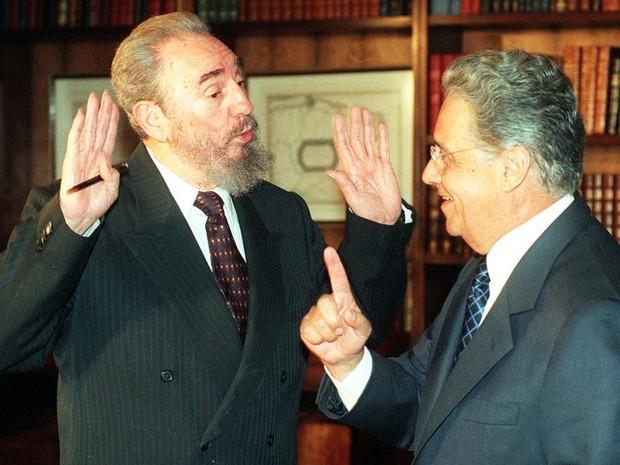 O Presidente da República, Fernando Henrique Cardoso, e o governante cubano, Fidel Castro, durante encontro no Palácio da Alvorada, em 06/09/1998. (Foto: Paulo Lacerda/AE)