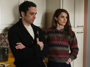 Matthew Rhys e Keri Russell em cena da série 'The Americans'