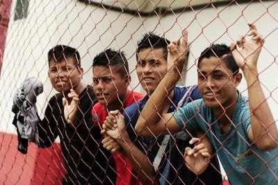 Garotos indígenas do Grêmio Osasco  (Foto: Marcos Ribolli)