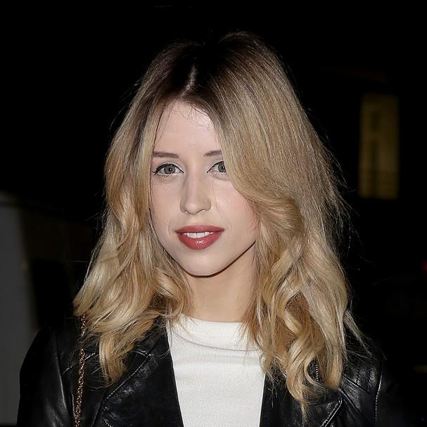 Em 2011, filha do músico Bob Geldof, Peaches Geldof, saiu de uma loja sem pagar os 260 reais referentes às maquiagens que estavam em seus bolsos e em sua sacola (Foto: Getty Images)