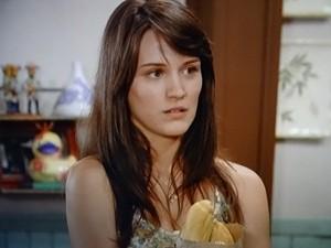 Carolina náo se conforma que Zenon a tenha esquecido (Foto: Guerra dos Sexos/ TV Globo)
