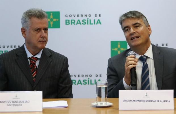 Governador Rodrigo Rollemberg e chefe da Casa Civil do DF, Sérgio Sampaio (Foto: Andre Borges/GDF/Reprodução)