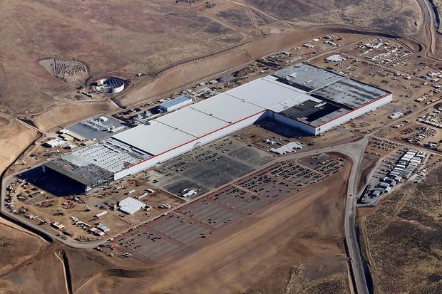 Batizada Gigafactory, a fábrica da Tesla fica no estado de Nevada, nos EUA (Foto: Divulgação)