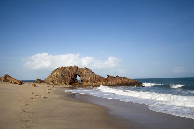A Pedra Furada, um dos cartões-postais de Jericoacoara, no litoral cearense (Foto: Think Stock)