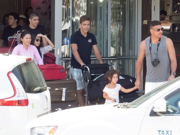 Ronaldo Fenômeno com a família em Ibiza (Foto: Grosby Group/ Agência)