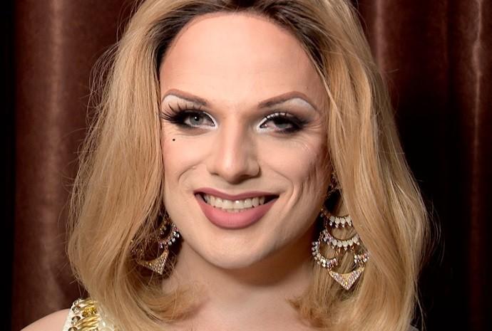 Lorelay contou os pontos fáceis e os difíceis de ser uma drag queen (Foto: Reprodução / TV TEM)