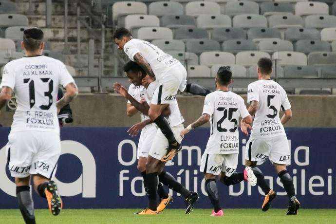 Jô, Atlético-MG x Corinthians (Foto: Estadão Conteúdo)