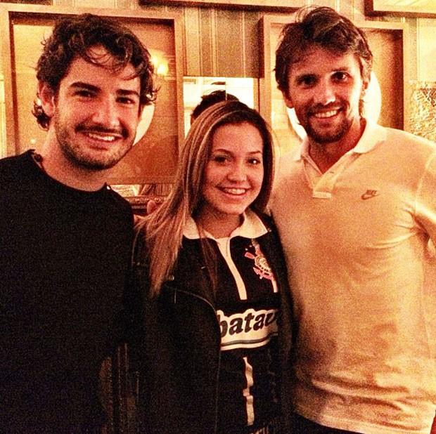 Pato e Paulo André comemoram título em restaurante (Foto: Reprodução / Instagram)
