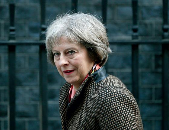 Sóbria e austera,  a nova premiê britânica, Theresa May, evoca lembranças de Margaret Thatcher. Mas é melhor compará-la com  a chanceler alemã Angela Merkel   (Foto: Stefan Wermuth / Reuters)