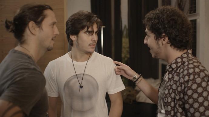 Gui faz proposta para Zac e Tom e os garotos acabam topando (Foto: TV Globo)