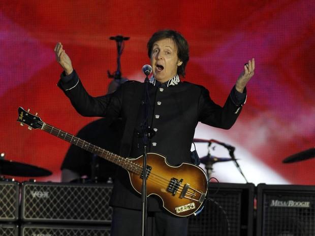 Paul McCartney também se apresentou no concerto final do Jubileu da rainha em Londres. (Foto: Joel Ryan/AP)