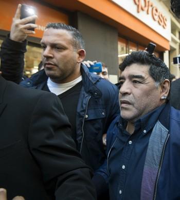 Maradona após visita à AFA (Foto: AFP)