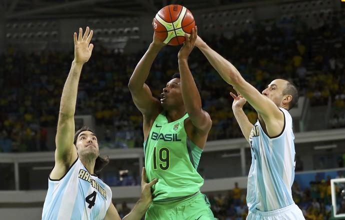 Brasil x Argentina basquete masculino Scola Leandrinho Ginobili (Foto: Reuters)