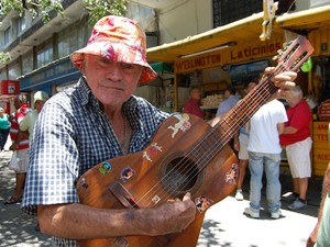 Biu do Violão é um dos personagens do Calçadão de Campina Grande (Foto: Diogo Almeida / G1)